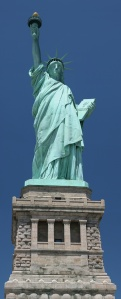 Statue_of_Liberty_frontal_2